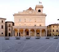 piazza-citta-di-montefalco.jpg
