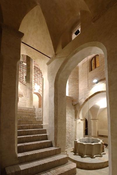 http://rete.comuni-italiani.it/blog/wp-content/uploads/2008/06/scala-gotica-palazzo-trinci.jpg