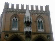 bologna_-_palazzo_della_mercanzia.jpg