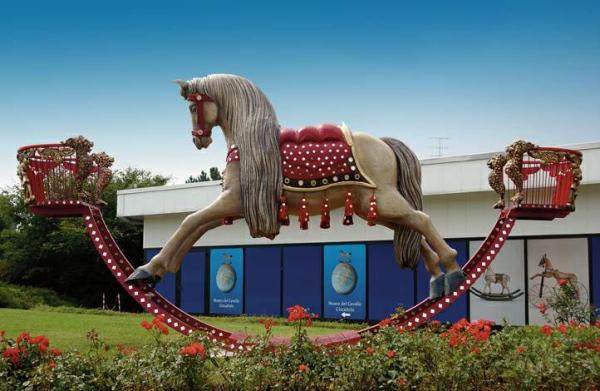 Museo Del Cavallo Giocattolo Di Grandate.Blog Grandate Un Fantasioso Ritorno All Infanzia Nel Museo