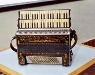 strumento-a-doppia-tastiera-della-coop-larmonica-di-stradella.jpg