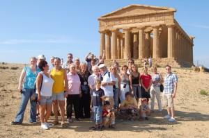 Ester Navarra con un gruppo di turisti