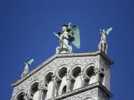 La statua di San Michele