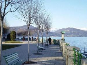 Passeggiata lungo il lago