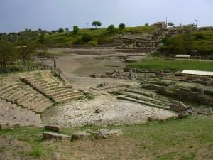 Il teatro, il santuario della divinità ctonie,l'abitato della collina est
