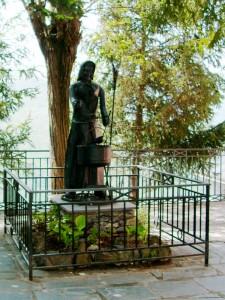 Statua della strega di Triora