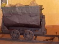Piccoli vagoni usati per trasportare il minerale