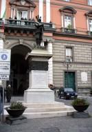 sarno_-_statua_-_piazza_iv_novembre