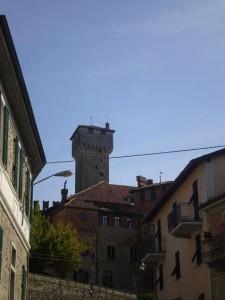 Il castello tra il borgo