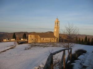 Prunetto. Il Santuario della Madonna del Carmine a Prunetto nel tramonto invernale.
