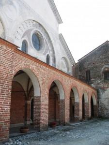 Revello. La facciata dell'Abbazia di Staffarda.