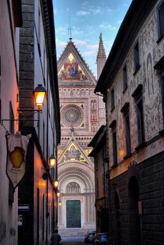 Orvieto - Tra i vicoli... il Duomo!