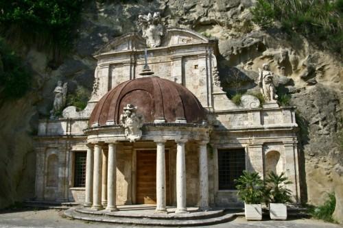 Ascoli Piceno - Tempietto di Sant'Emidio alle Grotte