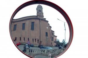 chiesa allo specchio