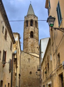 Il campanile del duomo dai vicoli