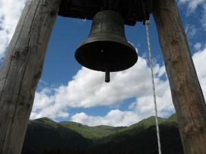 La campana della Chiesa della Madonna delle Nevi in Val Visdende