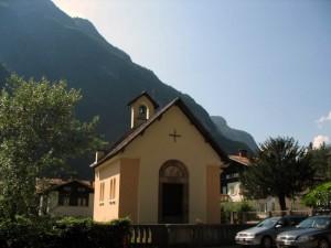 Piccola chiesetta tra i monti…
