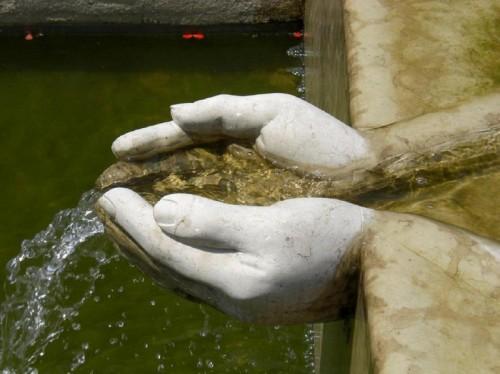 Pove del Grappa - Fontana davanti al museo dello scalpellino