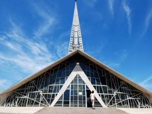 Chiesa di vetro e cemento