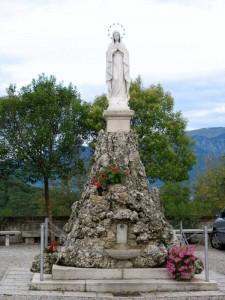 ..ai piedi della Madonna della Rocca…