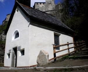chiesetta ai piedi del castello di Campo Tures