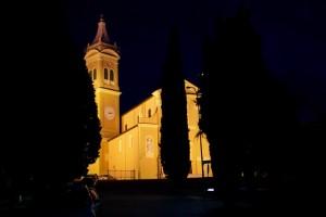 La chiesa di sera