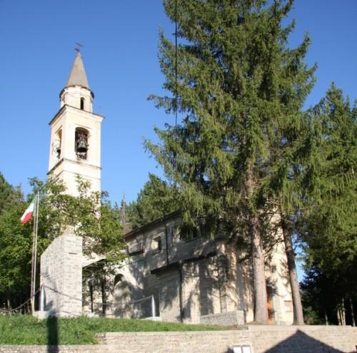 Farini - Chiesa di Montereggio, fraz. di Farini d'Olmo