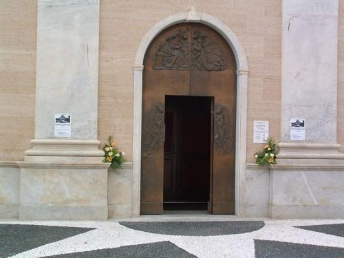 Sestri Levante - Chiesa di S. Pietro, portale in bronzo