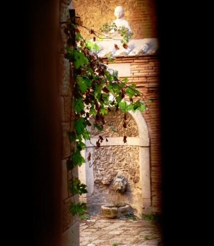 Sarteano - Fontanella del chiostro Cennini