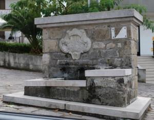 fontana con stemma dell'antico tempio di ara Jani