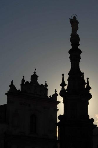 Nardò - Chiesa di S. Trifone e guglia dell'Immacolata - controluce