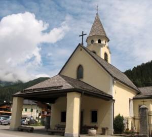 Piccola chiesa di montagna