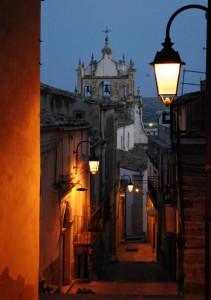Scende la sera sulla Basilica di Sant'Antonio Abate