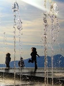 Stessa fontana, stesso mare, giochi di bimbi