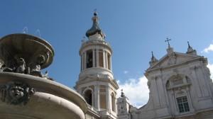 basilica di loreto con fontana