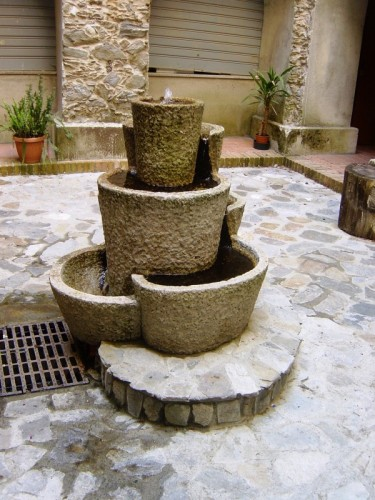 San luca   fontana interno santuario di polsi
