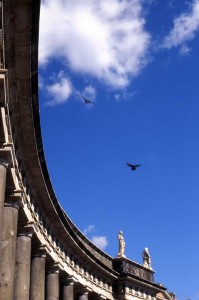 Scorcio del colonnato della basilica di San Francesco di Paola