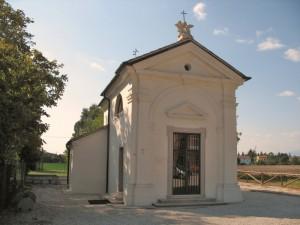Piccola chiesetta di campagna…