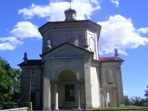 Tredicesima cappella del Rosario su cielo azzurro
