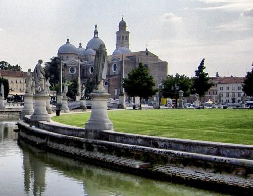 Padova santa giustina e prato della valle for Prato della valle oggi