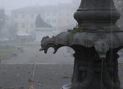 Pistoia - fontana in autunno