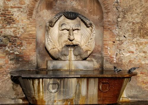 Roma - due piccioni con un...mascherone