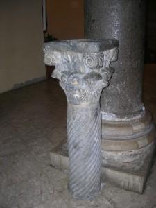 particolare colonna chiesa Santa Sofia BN