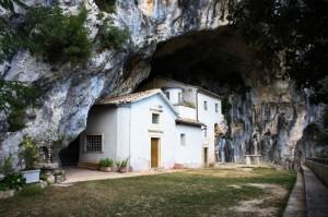 Il Santuario nella montagna: true