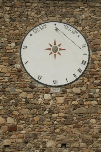 Canossa - La meridiana della chiesa di Ciano