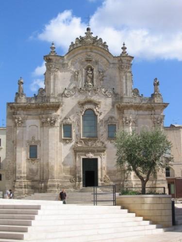 Matera - Una domenica mattina davanti alla facciata barocca di S. Francesco d'Assisi
