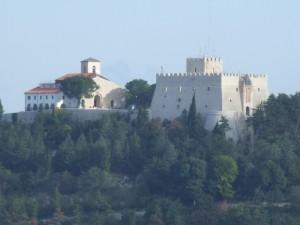 Santuario di Maria SS. Incoronata del Monte e castel Monforte