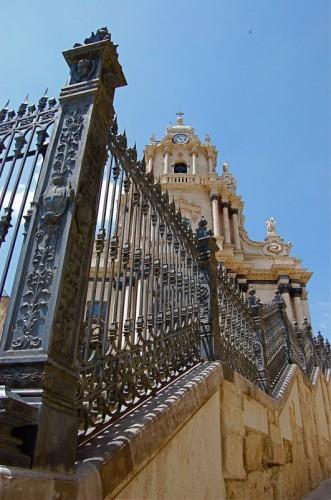 Ragusa - Il Duomo di S.Giorgio visto da Gonavi