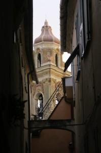 Chiesa tra i vicoli