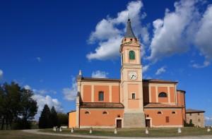Veduta laterale. Chiesa S. Apollinare di Castello di Serravalle (BO)
